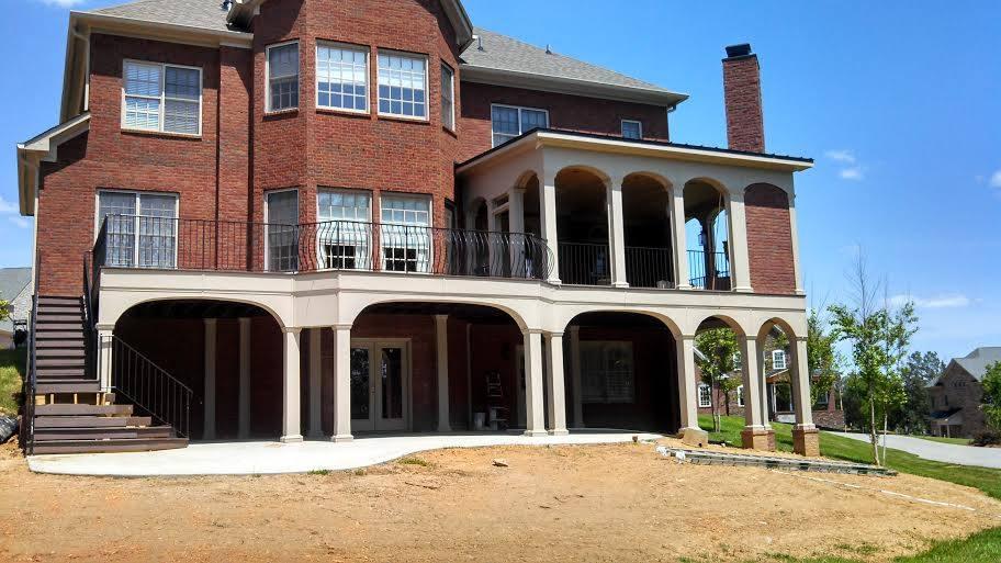 Multi-level outdoor living area